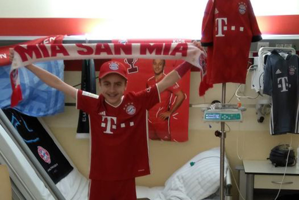 Boris in FC Bayern Outfit